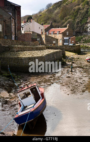 UK, England, Yorkshire, Staithes, boat in Staithes Beck at low tide - Stock Photo
