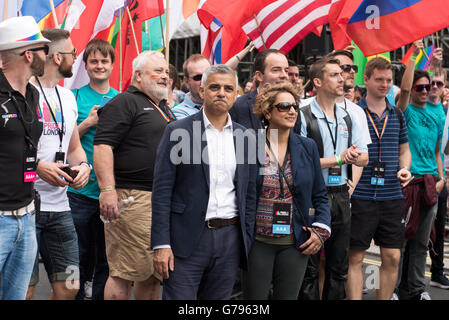 London, UK, 25 June 2016. Central London. London Mayor Sadiq Khan leading the Pride Parade with his wife Saadiya - Stock Photo