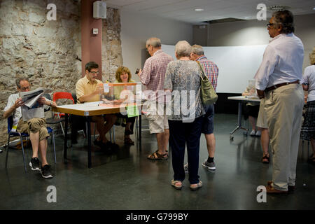 Barcelona, Spain. 26th June, 2016. People line up to cast their vote in a polling station of Barcelona, Spain. Spaniards - Stock Photo