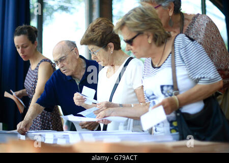 Barcelona. 26th June, 2016. People take their ballots at a polling station during the Spanish general election, - Stock Photo