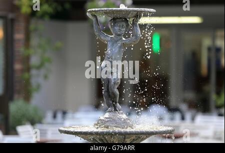Water Fountain The All England Tennis Club The Wimbledon Championships 2016 The All England Tennis Club, Wimbledon, - Stock Photo