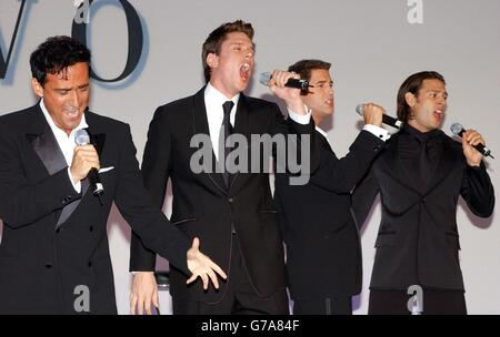 Il divo stock photo royalty free image 107790706 alamy - Giulio andreotti il divo ...