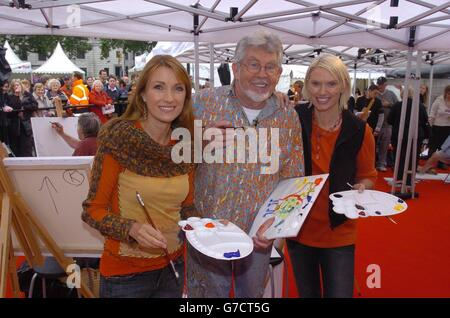 'Art on the Square' with Rolf Harris - Stock Photo