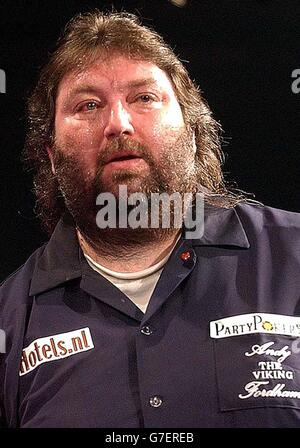 Andy Fordham during The Showdown against Phil Taylor at the Circus Tavern in Purfleet, Essex. Fordham later retired - Stock Photo