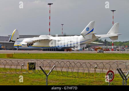 Antonov An-225 Mriya in flight - Stock Photo