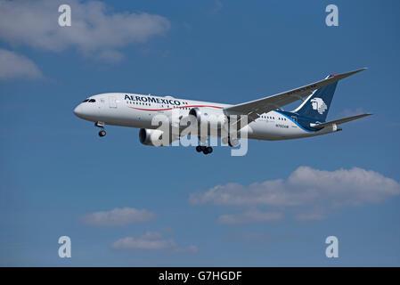 Aero Mexico Boeing 787-8 Dreamliner Reg' N783AM - Stock Photo