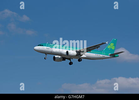 Are Lingus Airbus 320-214 'St Schira' arriving at London Heathrow from Dublin Airport.  SCO 10,371. - Stock Photo