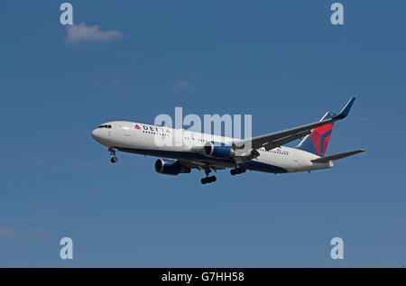 Delta Air Lines Boeing 767-323 arriving at London HeathrowSerial Reg' N394DL.  SCO 10,374. - Stock Photo