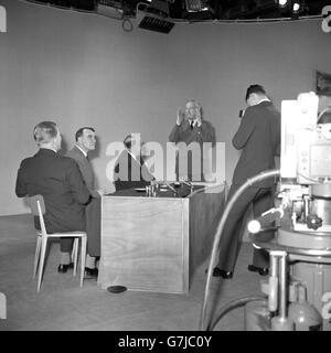 Politics - Harold Macmillan - Televised Press Conference - BBC Television Centre, Shepherd's Bush, London - Stock Photo