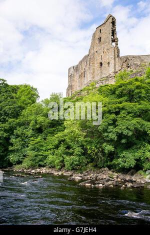 The River Tees flowing below Bernard de Balliol's medieval castle, County Durham, England, UK - Stock Photo
