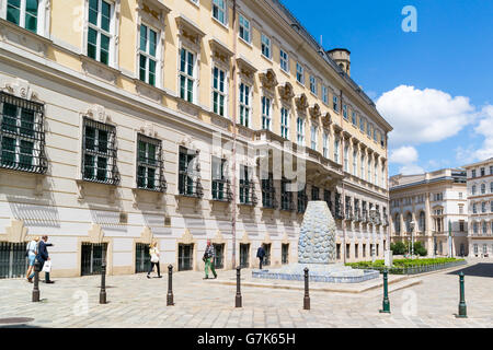 Street scene of Bruno Kreisky Gasse with people and Federal Chancellery or Bundeskanzleramt, BKA, govenment building - Stock Photo