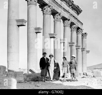 Palmyra, Syria. Visitors standing in front of part of The Great Colonnade c.1920-1933. - Stock Photo