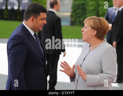 Berlin, Germany. 27th June, 2016. German Chancellor Angela Merkel welcomes Ukrainian Prime Minister Volodymyr Groysman - Stock Photo