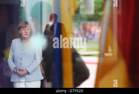 Berlin, Germany. 27th June, 2016. German Chancellor Angela Merkel waits for the arrival Ukrainian Prime Minister - Stock Photo
