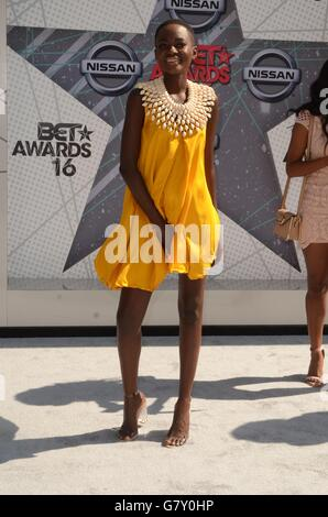 Los Angeles, CA, USA. 26th June, 2016. Hamamat at arrivals for 2016 BET Awards - Arrivals, Microsoft Theater, Los - Stock Photo