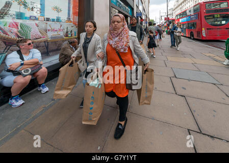 London, UK. 27th June, 2016. Summer sales starts on high street in London attracting thousands of shoppers every day. © Velar Grant/ZUMA Wire/Alamy Live News