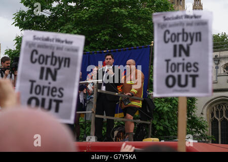 London, UK. 27th June, 2016. Speaker Richard Burgon, Labour Member of Parliament for East Leeds addresses the crowd - Stock Photo