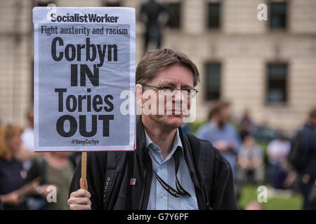 London, UK. 27th June, 2016. Mark Campbell of the University and College Union among supporters of Jeremy Corbyn - Stock Photo