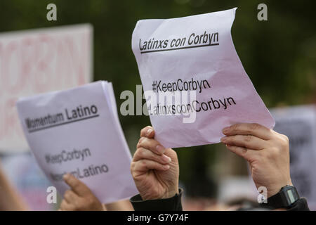 London, UK. 27th June, 2016. Supporters of Jeremy Corbyn rally in Parliament Square in support of his leadership - Stock Photo