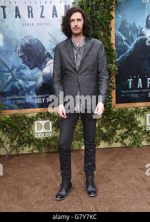 Hollywood, California, USA. 27th June, 2016. Andrew Hozier-Byrne arrives for the premiere of the film 'The Legend - Stock Photo