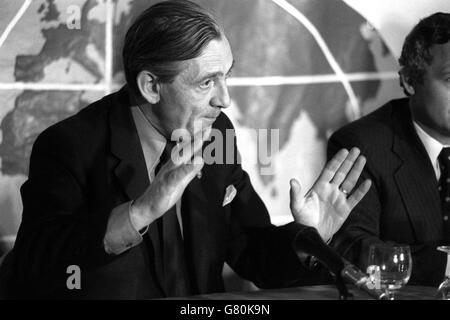Politics - European Referendum - Keep Britain in Europe Press Conference - Len Murray - London - Stock Photo