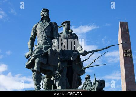 Sculpture of sailors and pilots, Monument to the Heroic Defenders of Leningrad, Victory Square, Ploshchad Pobedy, - Stock Photo