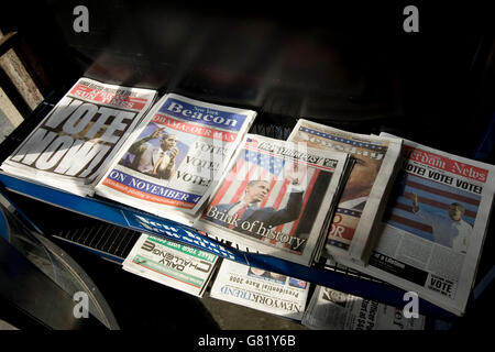 Newspapers on a stand in Harlem, New York, NY, United States, call to vote in the 2008 US general election, 4 November - Stock Photo
