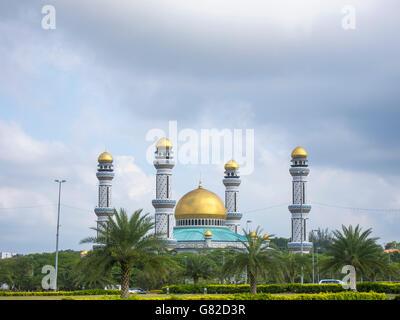 Jame'Asr Hassanil Bolkiah Mosque against cloudy sky - Stock Photo