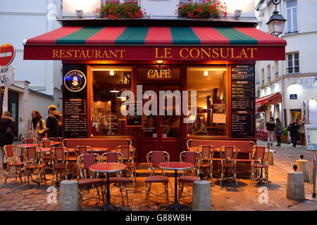 France paris restaurant le consulat montmartre under snow for Le miroir restaurant montmartre