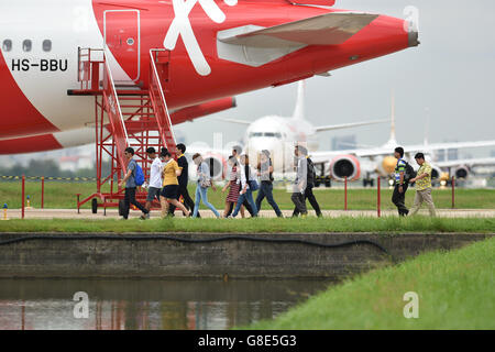 Bangkok, Thailand. 29th June, 2016. 'Passengers' return to an Airbus-320 passenger plane after a 'bomb threat' was - Stock Photo
