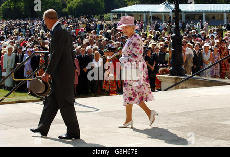 Queen Hosts Garden Party - Stock Photo
