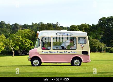 Vintage Mr Whippy Ice cream van - Stock Photo