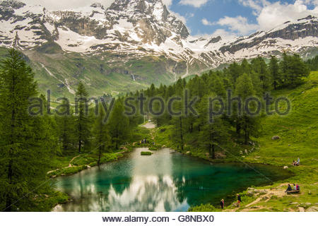 Lago Blu (Blue Lake) in the Aosta Valley, with the Cervino mountain (aka Matterhorn in Switzerland), Italy. - Stock Photo