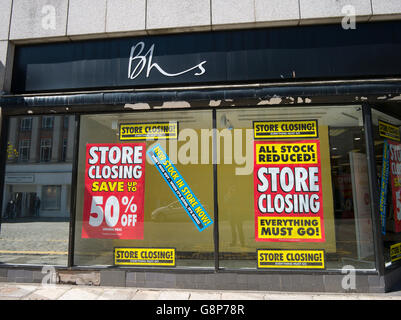 BHS store closing everything must go signs in shop window, Truro, Cornwall UK. - Stock Photo