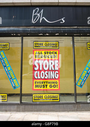 BHS store closing everything must go sign in shop window, Truro, Cornwall UK. - Stock Photo