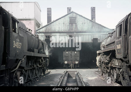 Weymouth motive power depot in the final months of Southern steam featuring a BR standard 4 2-6-0 and rebuilt Bulleid - Stock Photo