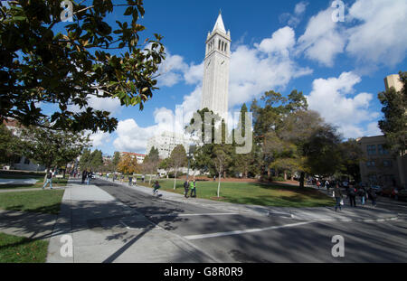 Berkeley California University of California at Berkeley, students with Sather Tower or Campanile tower in background - Stock Photo