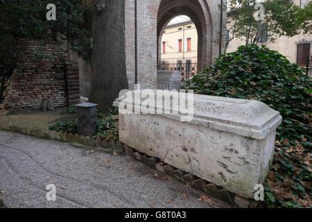 Italy, Emilia-Romagna, Ravenna, Dante's tomb. Built in 1780 by architect Camillo Morigia - Stock Photo