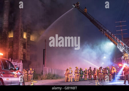 Detroit, USA. 29th June, 2016. June 29, 2016 - Firefighters battle a large fire the Bob-lo warehouse in Detroit, - Stock Photo