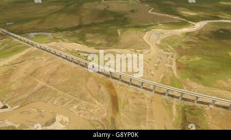 (160630) -- LHASA, June 30, 2016 (Xinhua) -- File photo taken on June 21, 2016 shows the Qinghai-Tibet railway on - Stock Photo