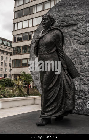 London, UK. 30th June, 2016. A memorial statue of nurse Mary Seacole is unveiled in the grounds of St Thomas' Hospital. - Stock Photo