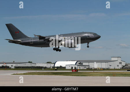 Trenton, Ontario, Canada. 16th June, 2016. A Canadian forces Airbus CC-150 Polaris comes in for landing at CFB Trenton, - Stock Photo