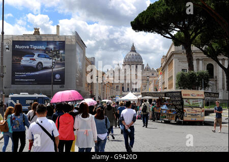 Rome, Italy. St Peter's Basilica. Vatican City. Picture by Paul Heyes, Wednesday June 01, 2016.  Rome, Italy. Picture - Stock Photo