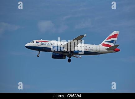 British Airways Airbus 319-131 Registration G-EUPB approaching London Heathrow airport.  SCO 10,466. - Stock Photo
