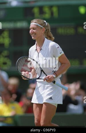 single women in graff An infographic analysis to determine the best women's tennis player in the open era - is it graf, williams or navratilova.