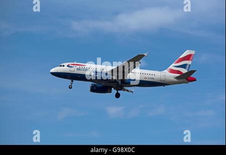 British Airways Airbus 319-131 Registration G-EUPL on finals approaching London Heathrow Airport.  SCO 10,469. - Stock Photo