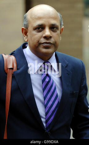 Former regeneration adviser to London Mayor Ken Livingstone, Kumar Murshid leaves Southwark Crown Court in south - Stock Photo