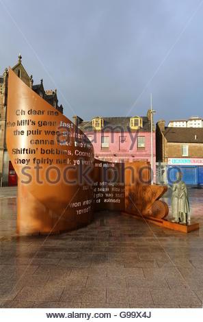 Tribute to Jute Mill women Lochee Dundee Scotland  June 2016 - Stock Photo