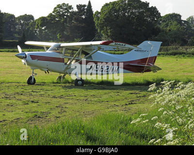 Maule MXT7 N982NW, in a field Lymm, Cheshire, England, UK - Stock Photo