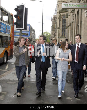 Conservative Leader David Cameron talks to students in Manchester. - Stock Photo